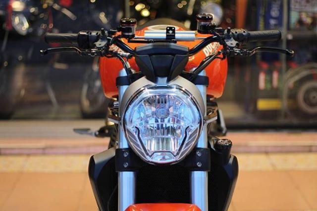 Ducati Monster 821 nong bong voi dan option hang hieu