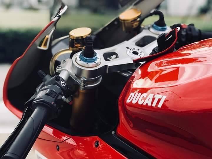 Ducati Panigale 1199S Tricolorphien ban dac biet voi loat nang cap hap dan - 5