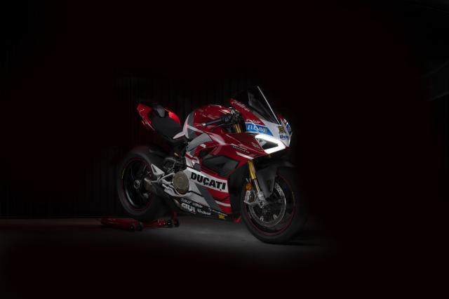 Ducati Panigale V4 S hao nhoang voi phong cach tem dau Desmosedici GP