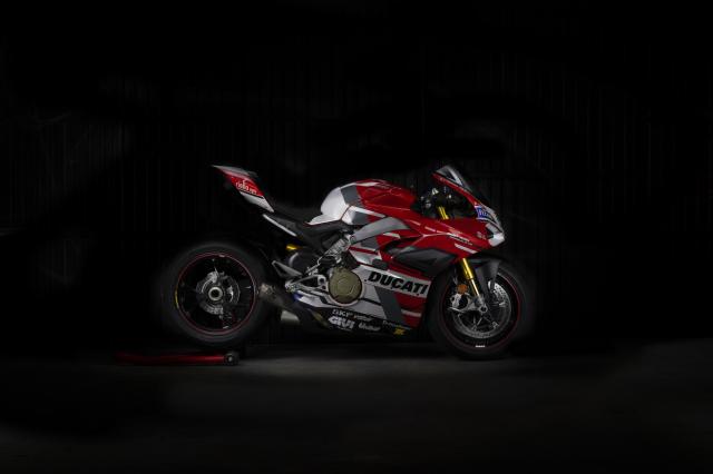 Ducati Panigale V4 S hao nhoang voi phong cach tem dau Desmosedici GP - 4