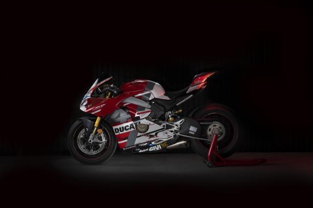 Ducati Panigale V4 S hao nhoang voi phong cach tem dau Desmosedici GP - 6