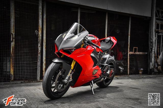 Ducati Panigale V4S hoan hao voi nhung nang cap tinh te