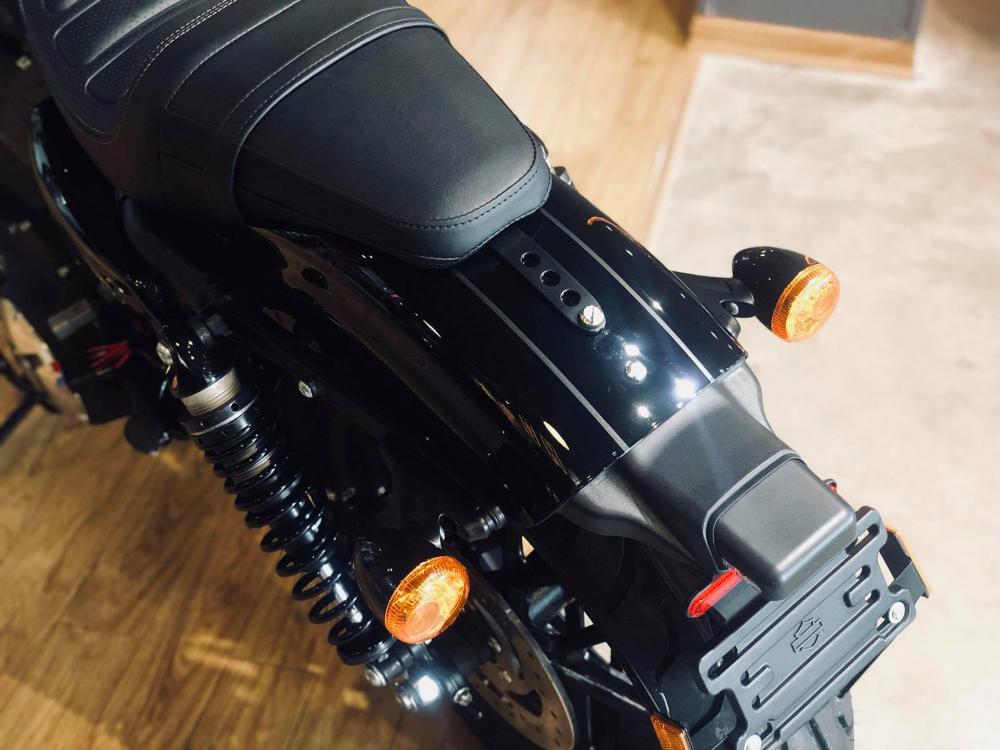 Harley Davidson Roadster Vivid Black 0906261092 Lan - 5