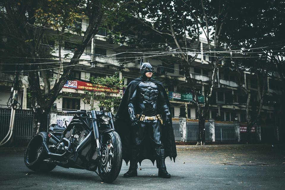 Harley davidson VRod do banh beo mang phong cach Batman cua Biker Viet