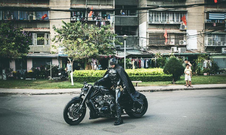 Harley davidson VRod do banh beo mang phong cach Batman cua Biker Viet - 4