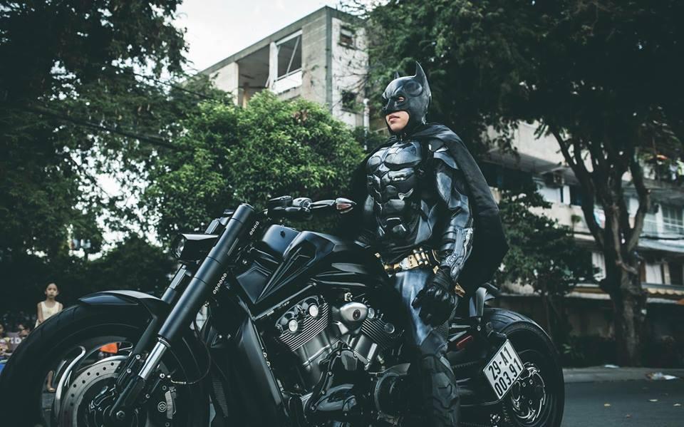 Harley davidson VRod do banh beo mang phong cach Batman cua Biker Viet - 8