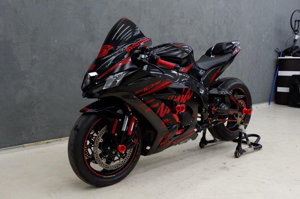 Kawsaki ZX10RR Superbike gioi han mang phong cach doi dua Kawasaki Racing Team - 15