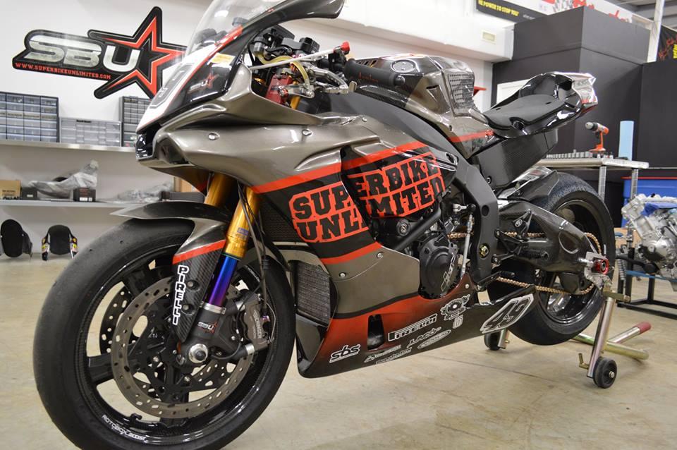 Soi dan option duong dua cua Sportbike Yamaha R1
