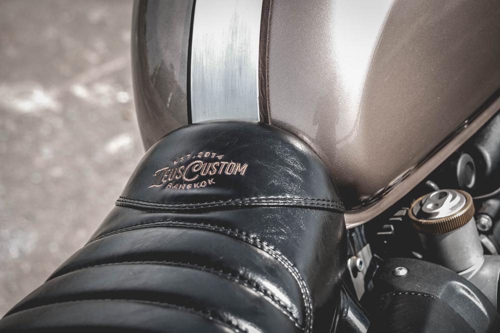 Triumph Bonneville T120 xe do co dien dam chat choi den tu Zeus Custom - 10