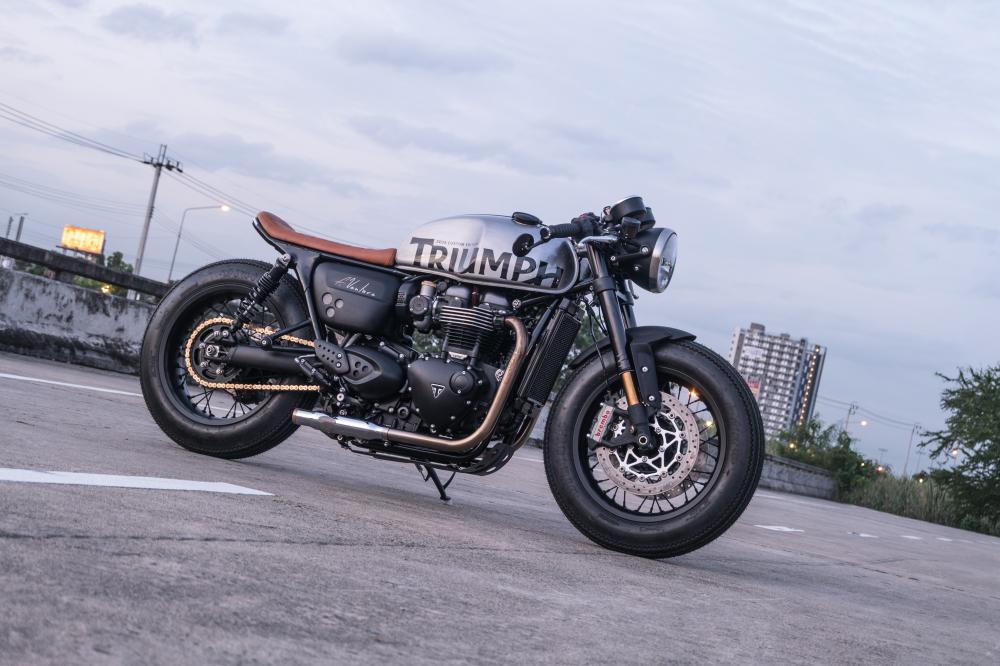 Triumph Thruxton 1200 R ban do Cafe Racer den tu Zeus Custom - 16