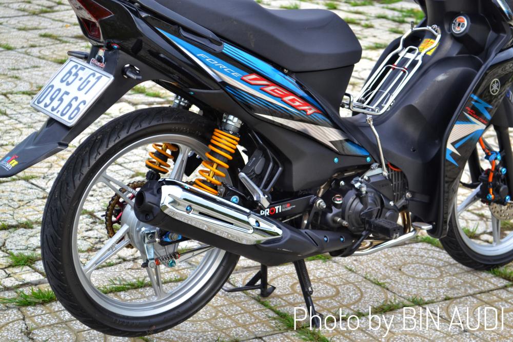 Vega Force do sieu dinh voi bang dieu khien thua huong tu Kawasaki Z1000 - 8