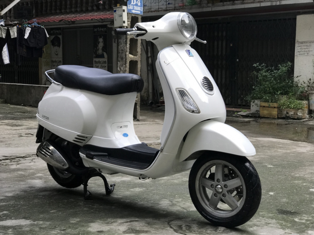 Vespa LX 125 Viet Nam 2011 mau trang nhu moi 30L5 0506 - 4