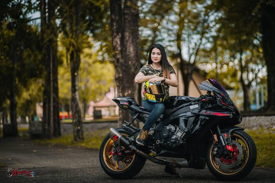 Yamaha R1 Sieu pham duong pho dien kien cung nu Biker Thai