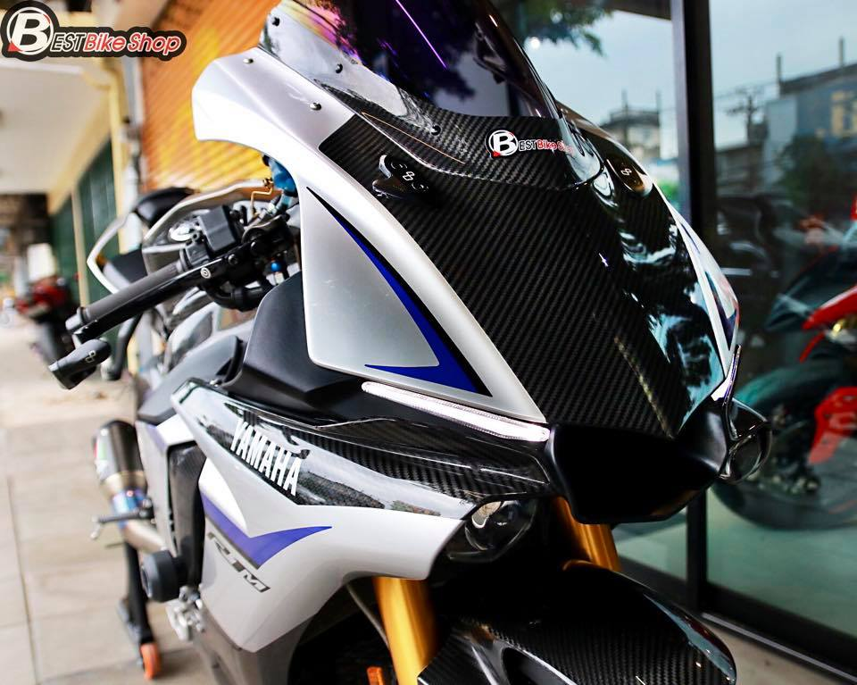 Yamaha R1M phien ban dac cach sac mui Carbon World