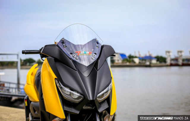Yamaha XMax 300 chat ngat do dang cung dong bon - 4