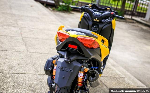 Yamaha XMax 300 chat ngat do dang cung dong bon - 18