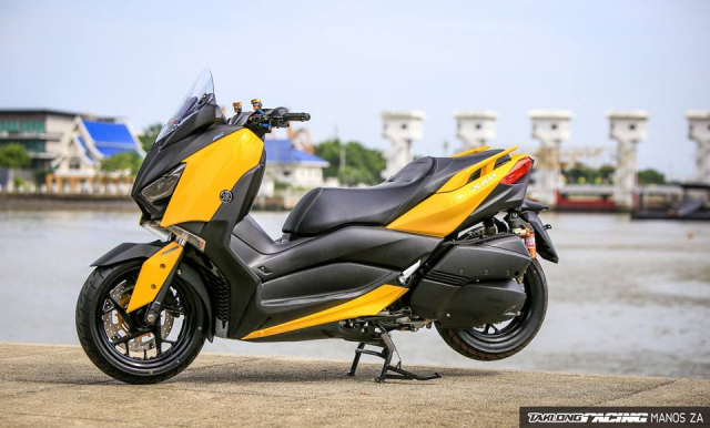 Yamaha XMax 300 chat ngat do dang cung dong bon - 22