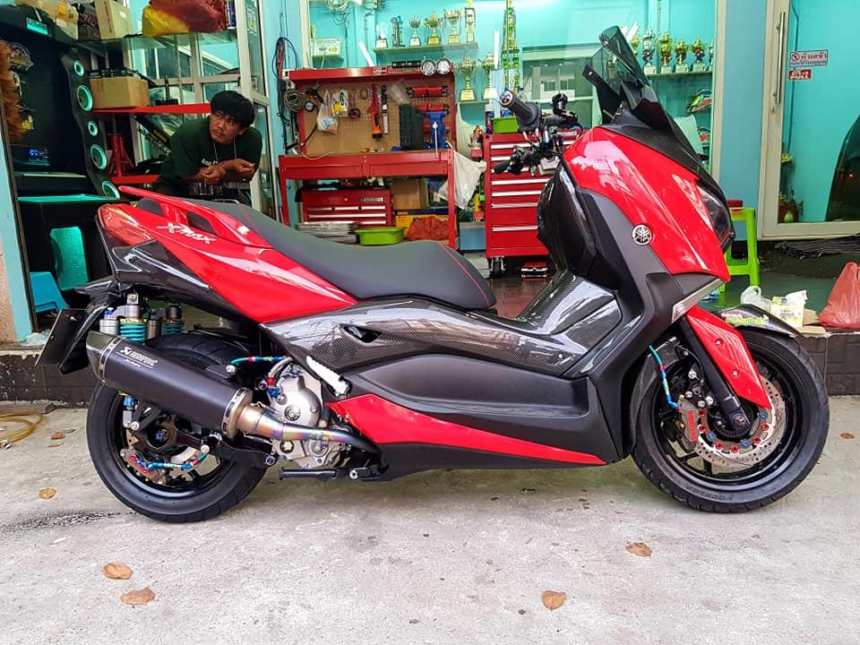 Yamaha XMax 300 ruc ro voi dan do hieu cao cap