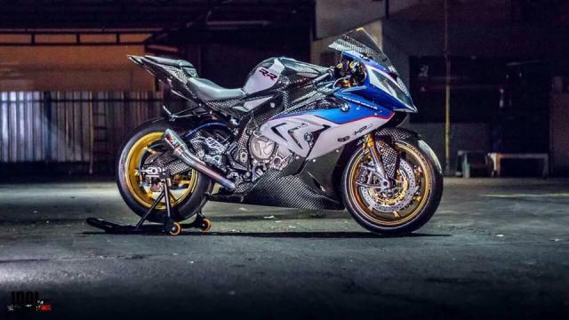 BMW S1000RR hoan thien voi than hinh full Carbon fiber
