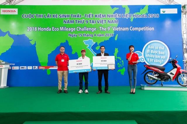 Hai dai dien Viet Nam tranh tai tai cuoc thi Lai xe sinh thai Tiet kiem nhien lieu Honda o Nhat - 6