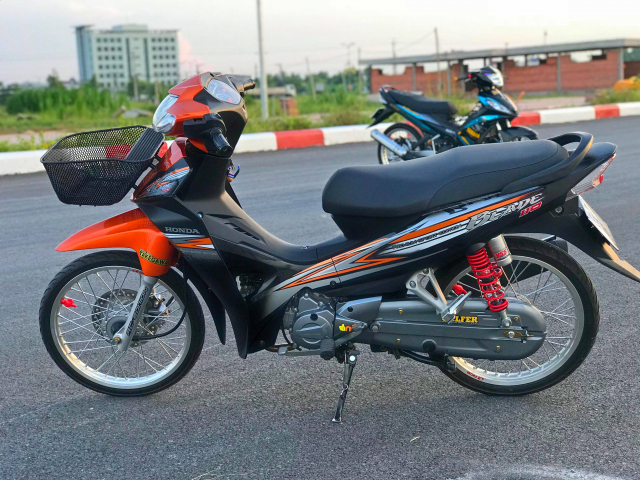 Honda Blade 110 duoc do voi vai mon do choi - 5