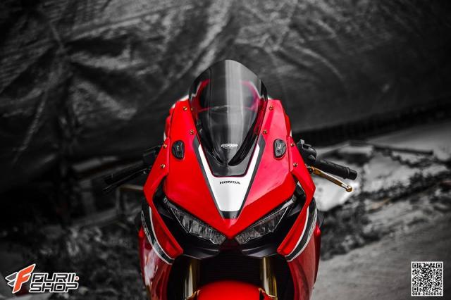 Honda CBR1000RR nang cap don gian day thuyet phuc