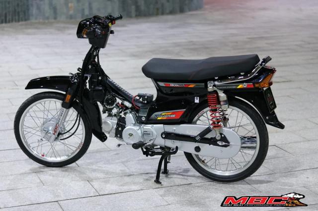 Honda Dream do duoc phuc dung bang hang loat phu tung moi