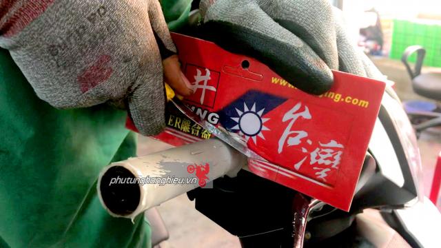 HUONG DAN GAN BAO TAY DO CHOI CHO XE MAY - 4