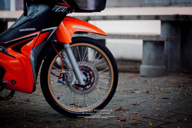 Wave 110 do he thong on dinh tay lai sieu kinh dien cua biker Thai