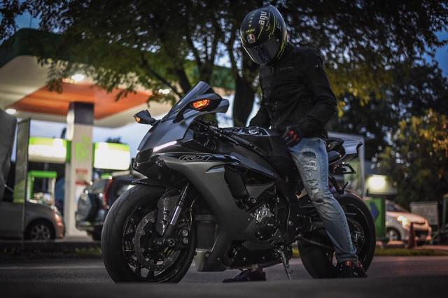 Yamaha R1 mang phong an dac biet voi co the moi Matte Gray