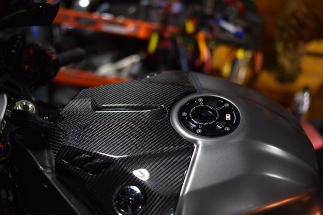 Yamaha R1 mang phong an dac biet voi co the moi Matte Gray - 5