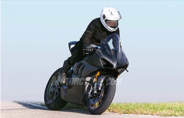 Ducati Panigale V4R danh cho duong dua WSBK lo dien tren duong chay thu