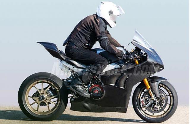 Ducati Panigale V4R danh cho duong dua WSBK lo dien tren duong chay thu - 3