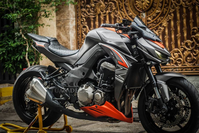Kawasaki Z1000 Ga quai vat manh me tren dat Viet voi Sticker full nhom xuoc