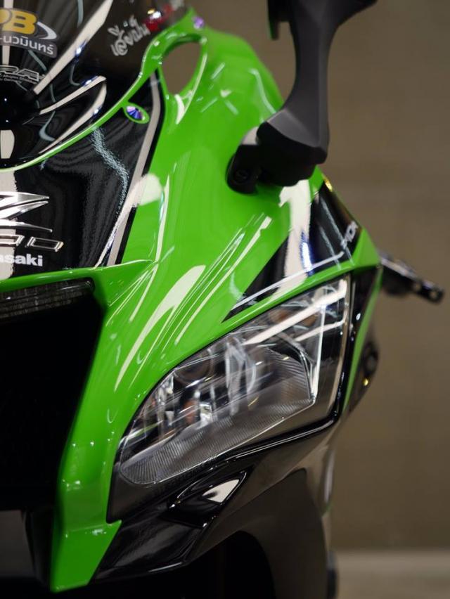 Kawasaki ZX10R ban nang cap don gian day lich lam