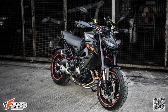 Yamaha MT09 day tuoi tan voi dan trang bi dinh dam