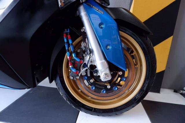 Yamaha XMax300 nang cap tuyet voi voi tone mau Blue Candy - 4
