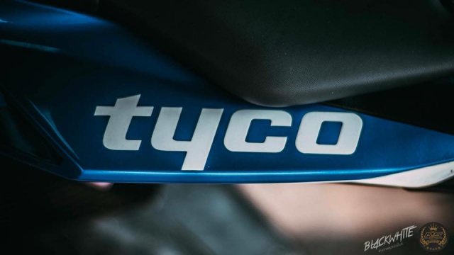 BMW S1000RR do dep mien man voi phong cach tem dau TYCO Racing - 16