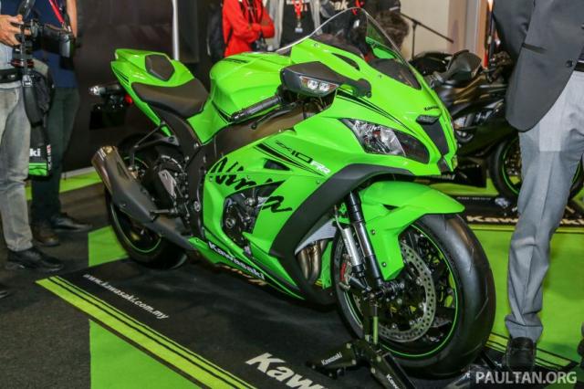 Can canh Kawasaki Ninja ZX10RR va ZX6R 2019 duoc cong bo gia khoi diem 899 trieu va 444 trieu VND