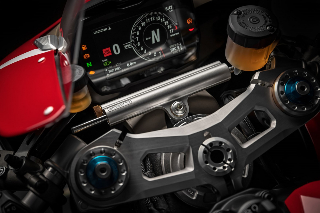 Danh gia Ducati Panigale V4R 2019 voi suc manh va cong nghe dang gom - 8