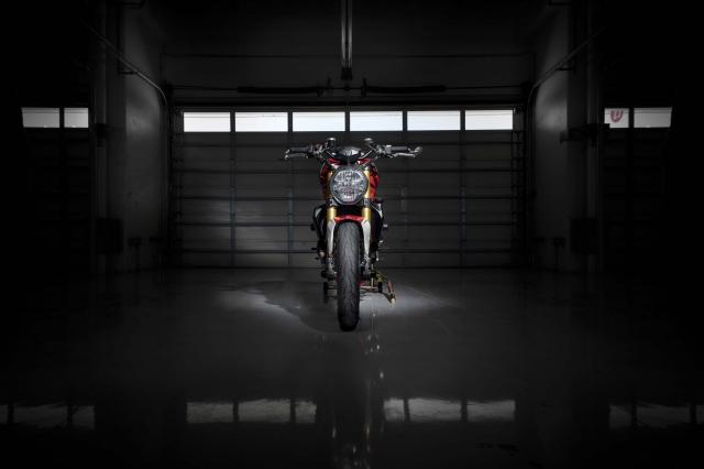 Ducati Monster 1200 phien ban Tricolore tu Motovation - 4