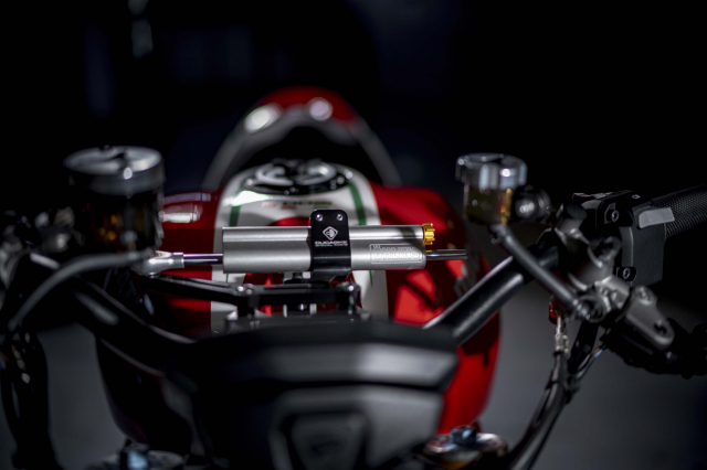 Ducati Monster 1200 phien ban Tricolore tu Motovation - 6