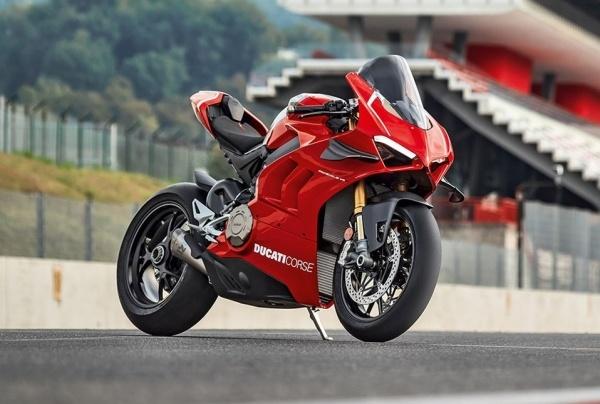 Ducati Panigale V4R trang bi ong xa danh rieng tu Akrapovic tang suc manh len 230 ma luc