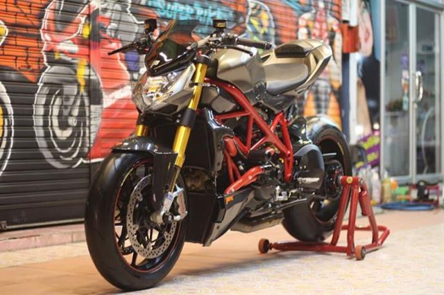 Ducati Streetfighter tao net day luc luong ben nghe thuat duong pho Graffiti