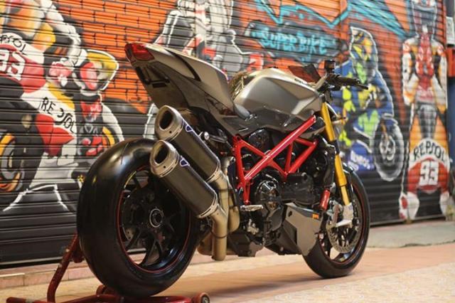 Ducati Streetfighter tao net day luc luong ben nghe thuat duong pho Graffiti - 6