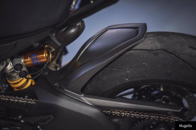 Ducati V4S Panigale ve dep toan nang voi trang bi full Black - 8