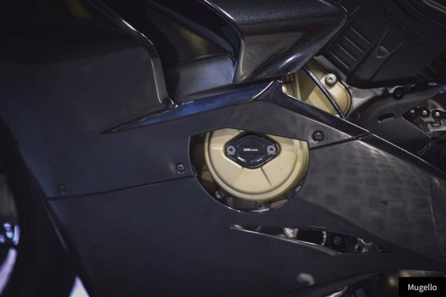 Ducati V4S Panigale ve dep toan nang voi trang bi full Black - 10