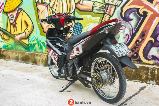 Exciter 135 don phong cach Lc135 khoe dang ben buc tuong nghe thuat ven pho - 8
