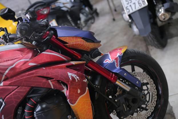 Tem xe nha vo dich Red Bull nong hung huc trong gioi biker Viet Nam - 3