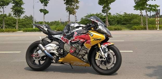 Tem xe nha vo dich Red Bull nong hung huc trong gioi biker Viet Nam - 7